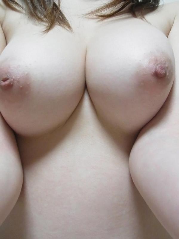 巨乳素人の陥没乳首 22