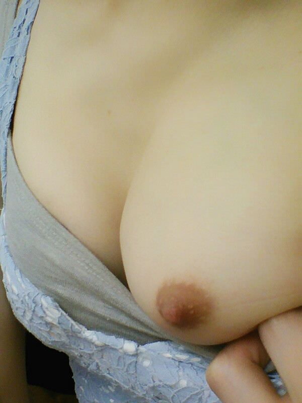 片乳ポロリする素人 4