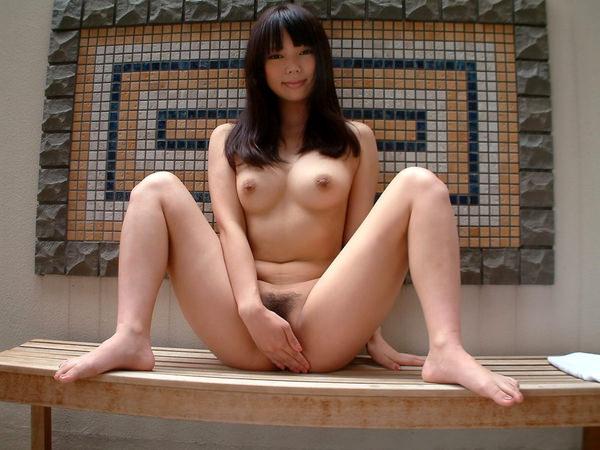 全裸美女の手パンツ 13