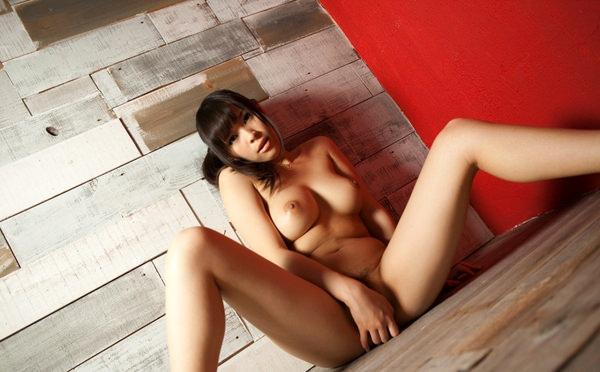 全裸美女の手パンツ 15