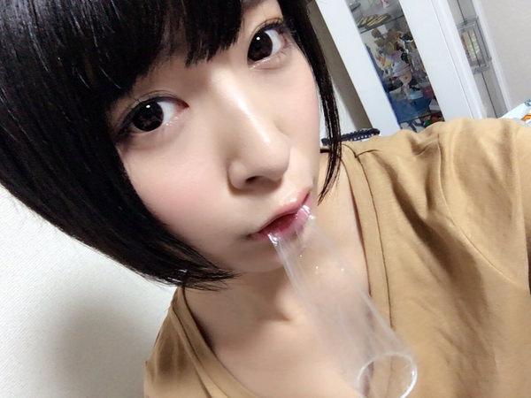 咥えコンドームの自撮り 16