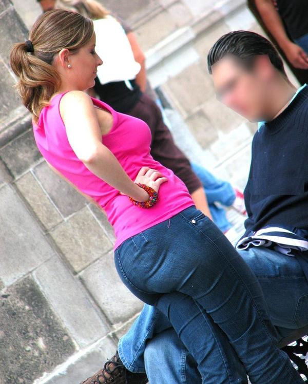 巨尻の外国人女性の街撮り 3