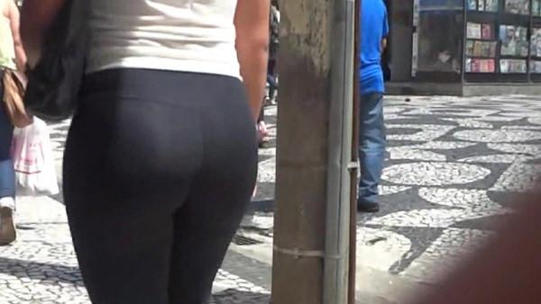 巨尻の外国人女性の街撮り 4