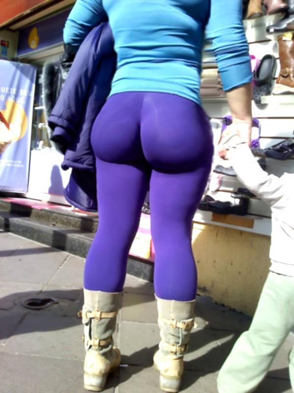 巨尻の外国人女性の街撮り 15