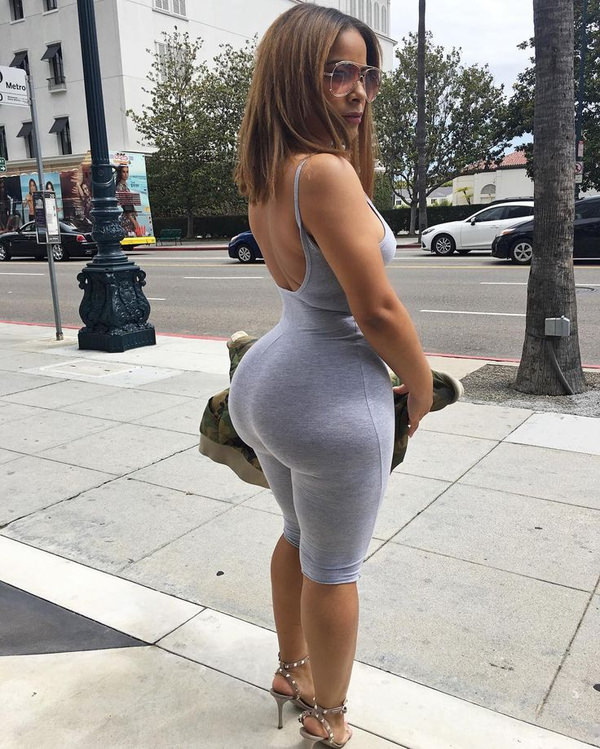 巨尻の外国人女性の街撮り 17