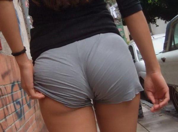 巨尻の外国人女性の街撮り 26