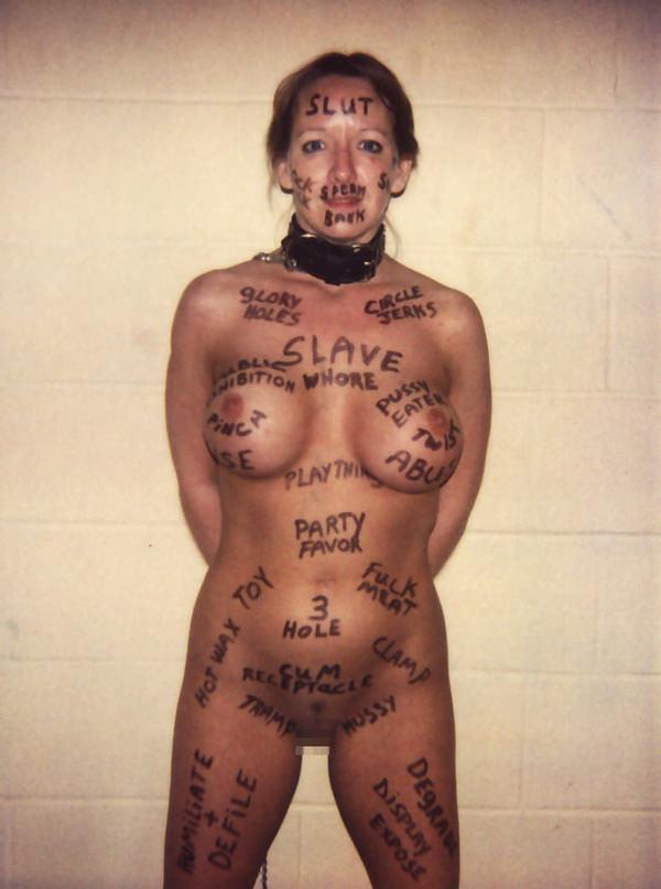 身体に落書きされた外国人女性 34