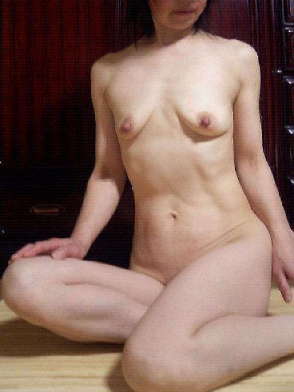 熟女の貧乳垂れ乳 17