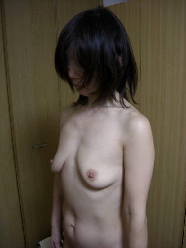 熟女の貧乳垂れ乳 22