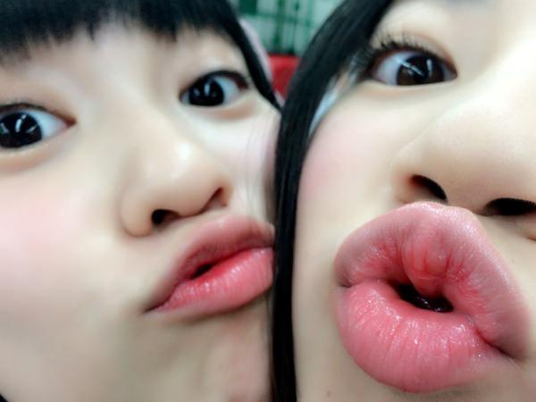 プルンプルンの唇の接写 14