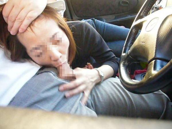 車内でフェラしてる素人 12