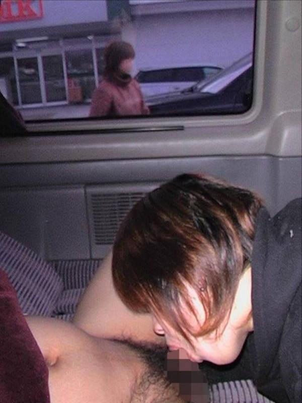 車内でフェラしてる素人 13