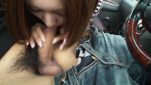 車内でフェラしてる素人 23