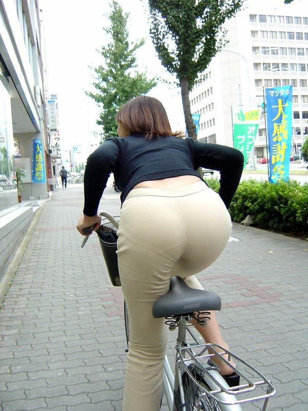 熟女の透けパンの街撮り 4
