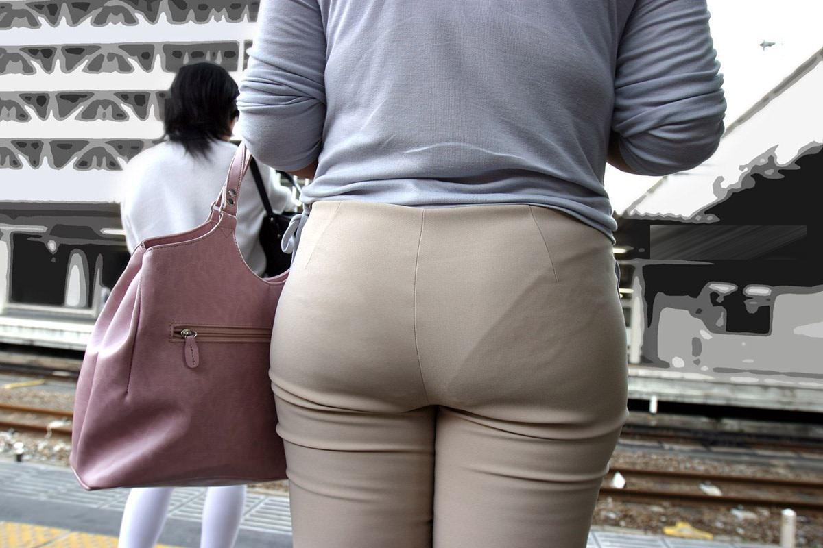 熟女の透けパンの街撮り