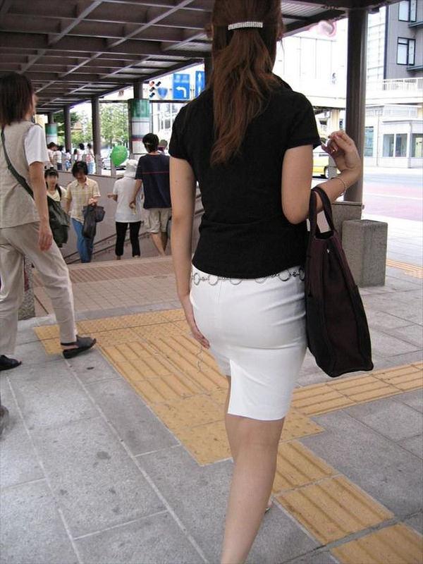 熟女の透けパンの街撮り 9