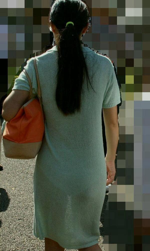 熟女の透けパンの街撮り 13