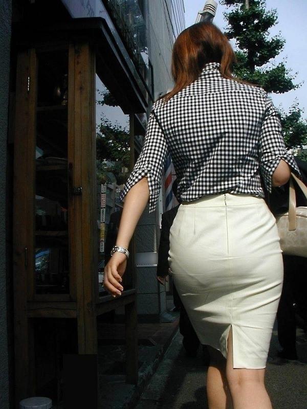 熟女の透けパンの街撮り 21