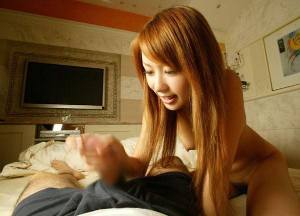 笑顔で手コキする美少女 12