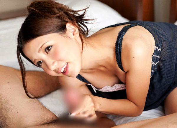 笑顔で手コキする美少女 27