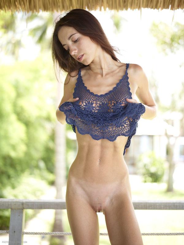 腹筋が美しい外国人スレンダー美女 1