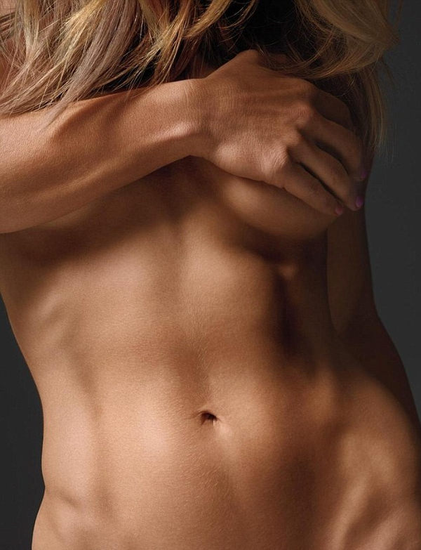 腹筋が美しい外国人スレンダー美女 12