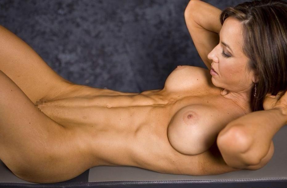 腹筋が美しい外国人スレンダー美女