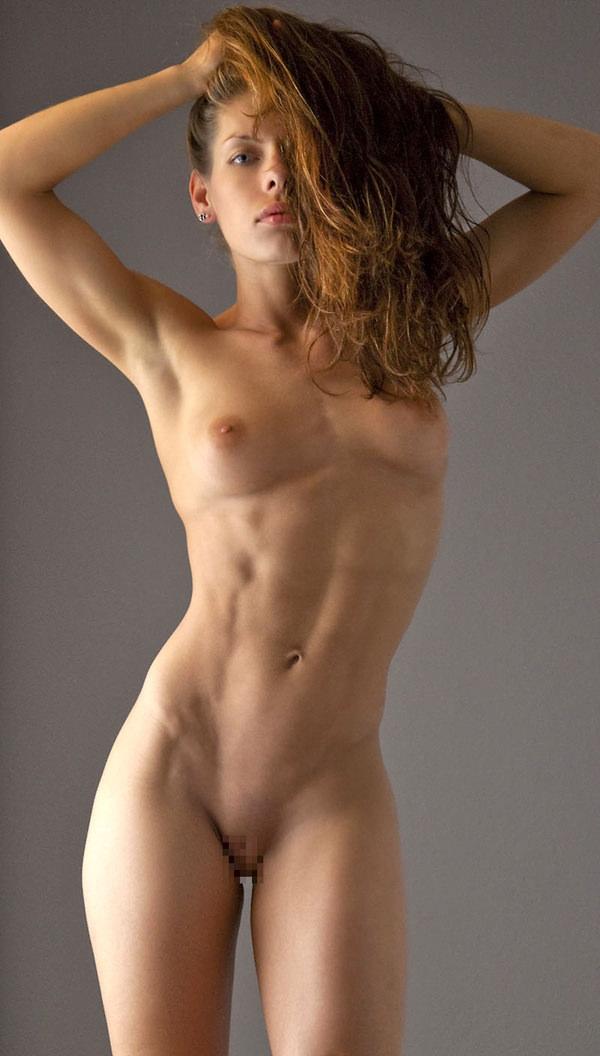 腹筋が美しい外国人スレンダー美女 22