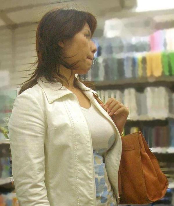 熟女の着衣巨乳 9