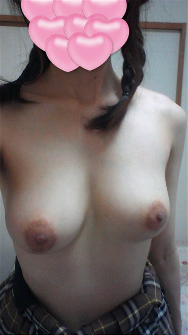 素人の美乳自撮り 31