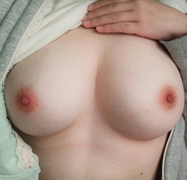 素人の美乳自撮り 41