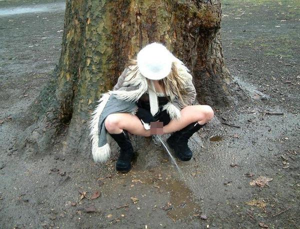 素人の野外放尿 19