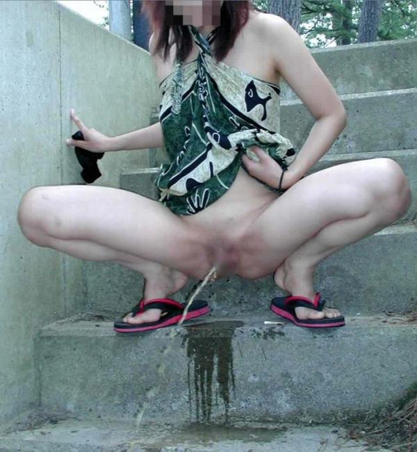 素人の野外放尿 27