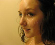 顔射された若めの外国人素人のザーメンフェイス画像