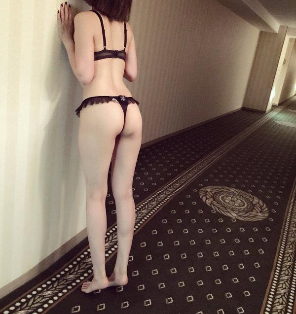 ホテル内で露出行為をする素人 12