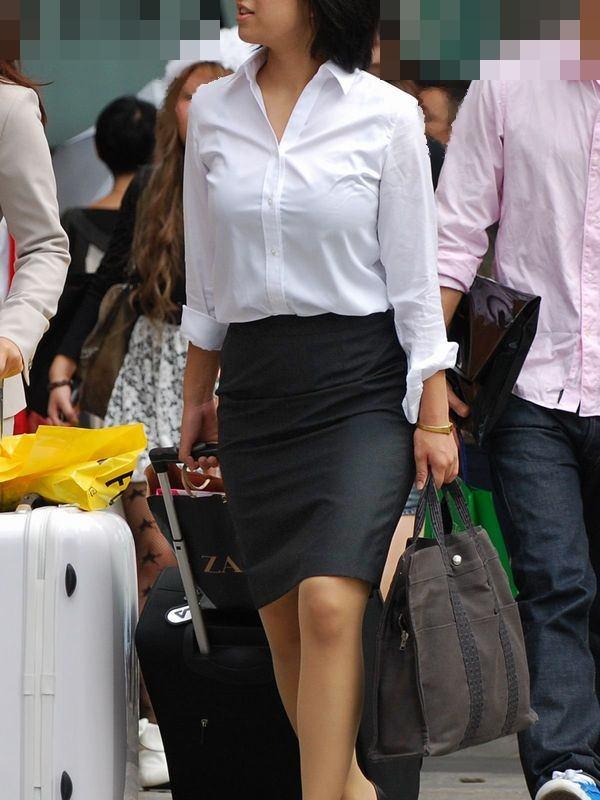 巨乳OLを街撮り!お○ぱいが目立ってた素人OLの着衣巨乳画像