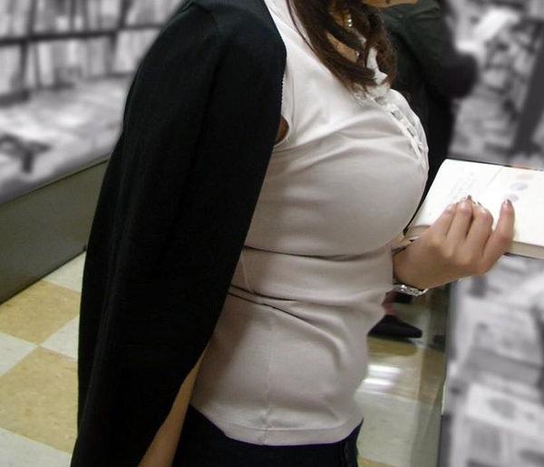 素人OLの着衣巨乳 19
