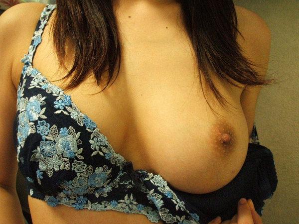 素人の片乳自撮り 23