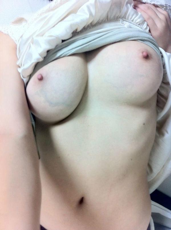 素人お姉さんの美乳 26
