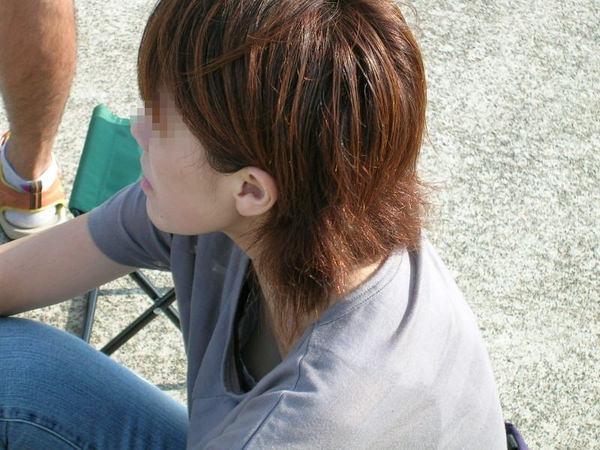 素人の浮きブラ・乳首チラ 22