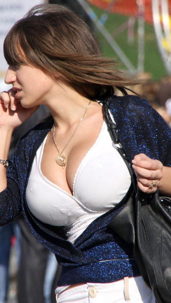 外国人の着衣爆乳の街撮り 4