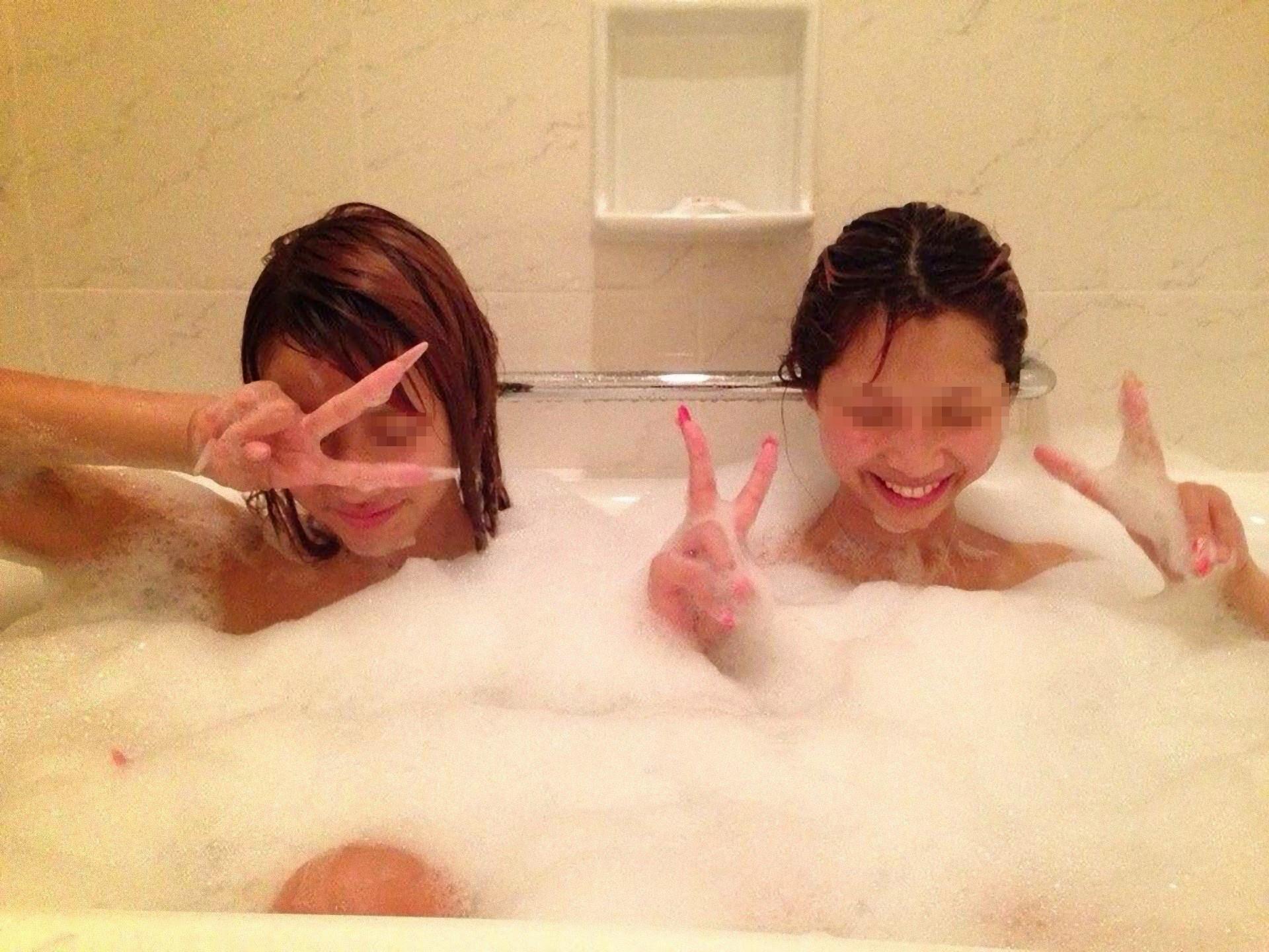 ラブホの泡風呂ではっちゃけてる素人入浴画像22枚