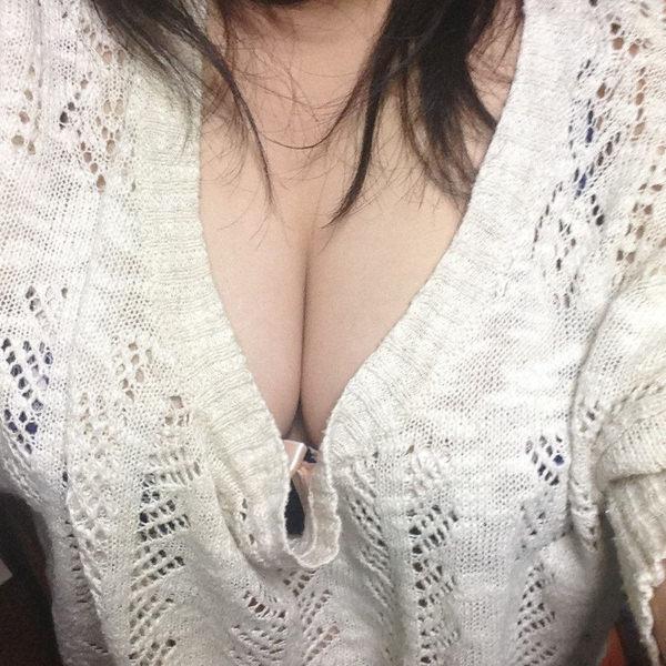素人の着衣巨乳自撮り 13