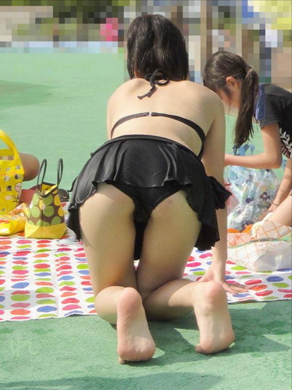 ビーチやプールで四つん這いの水着の素人 1