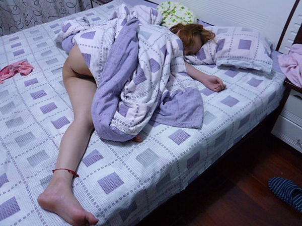ノーパンで就寝中の素人 11