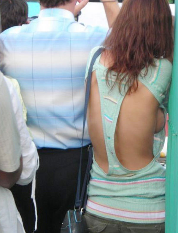 背中の露出した服を着衣した素人 10