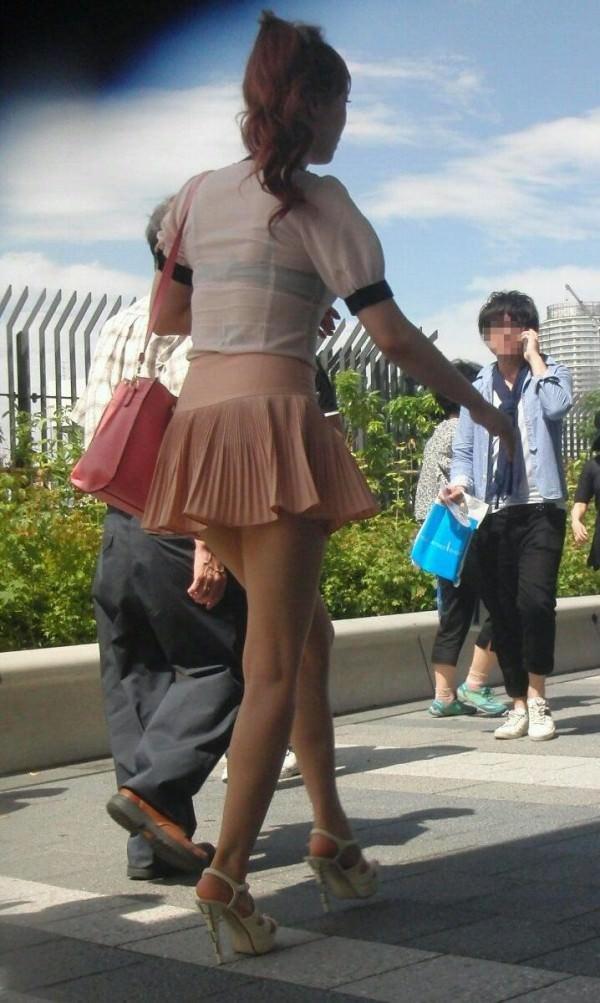 背中の露出した服を着衣した素人 25