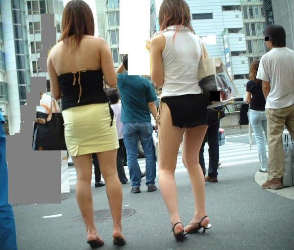 背中の露出した服を着衣した素人 31