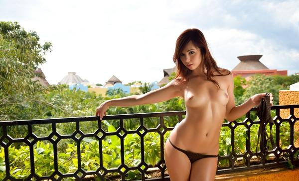 外国人美少女の野外ヌード 2