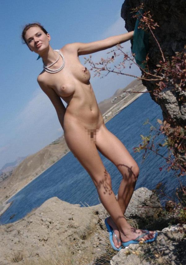 外国人美少女の野外ヌード 12